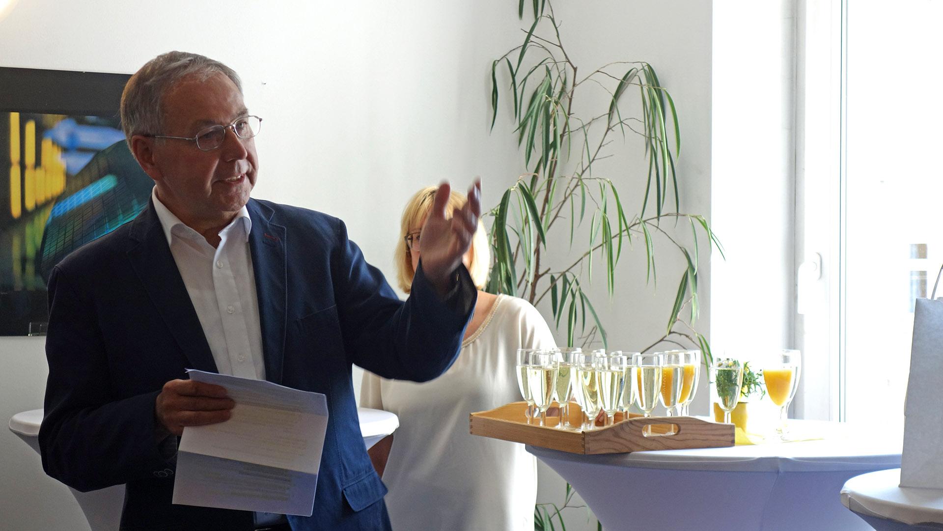 Als Zweitbetreuer hatte auch Prof. Thiem die Chance sich in einer Rede für die umfangreiche Dissertation humorvoll zu bedanken.