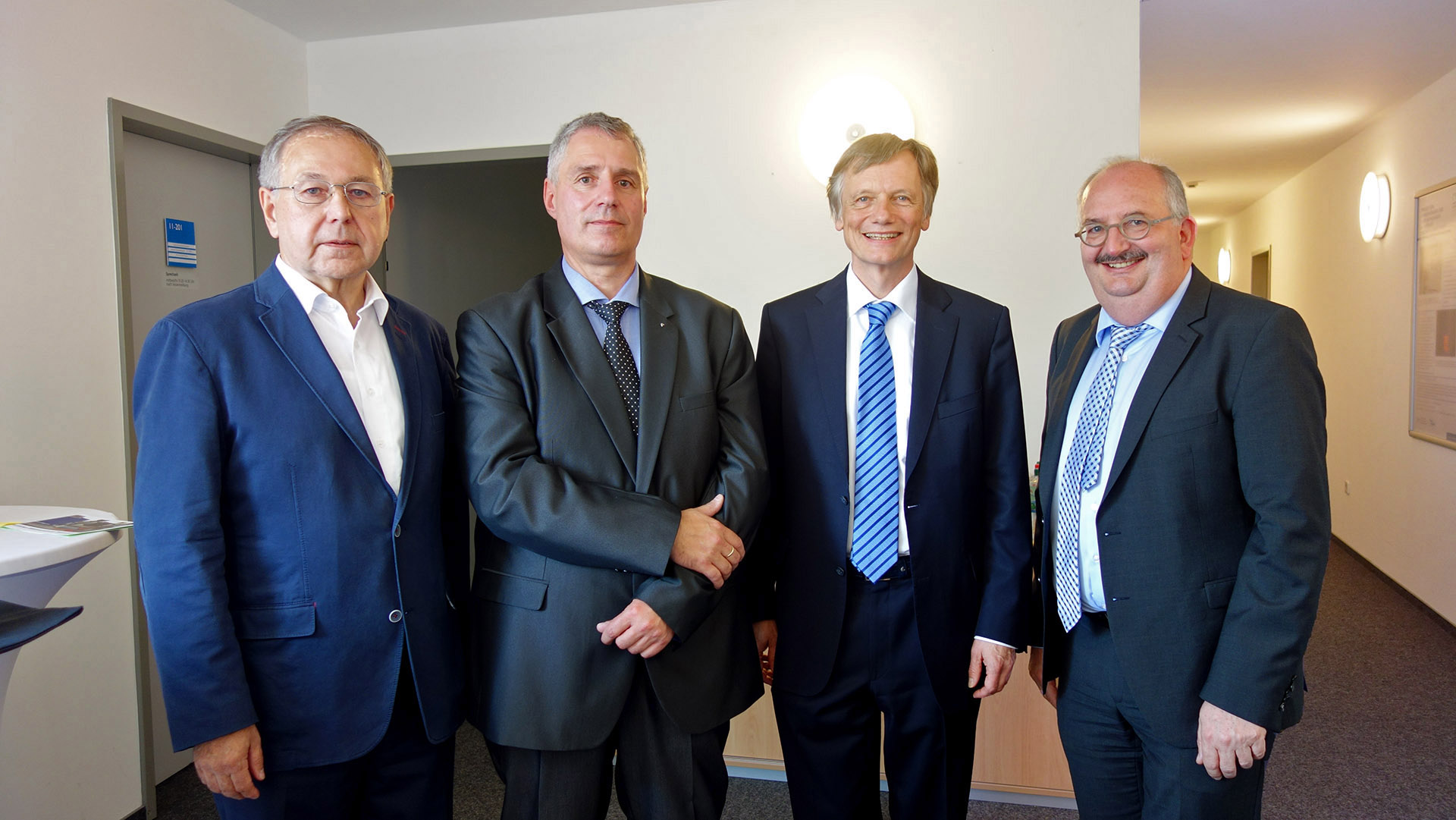 v.l.n.r. Prof. Gerhard Thiem (Zweitbetreuer), Prof. Bert Schusser, Prof. Thorsten Posselt (Doktorvater), Prof. Ludwig Hilmer